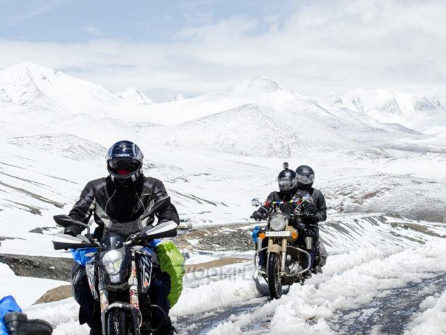 Bikers-riding-to-Khardung-La-640x480